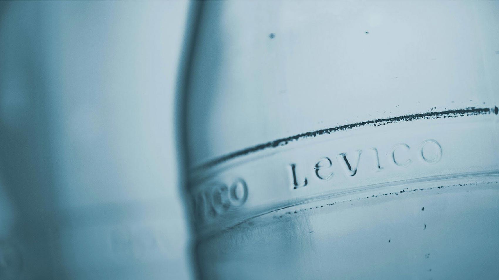 Levico acqua minerale trentino vetro a rendere